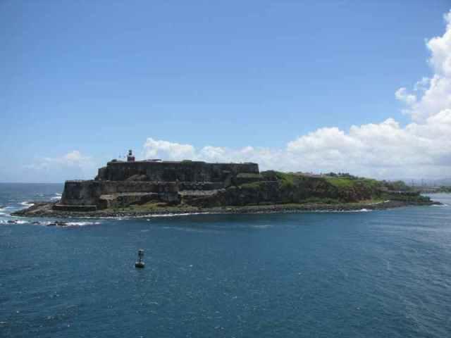 passing by Castillo San Felipe del Morro
