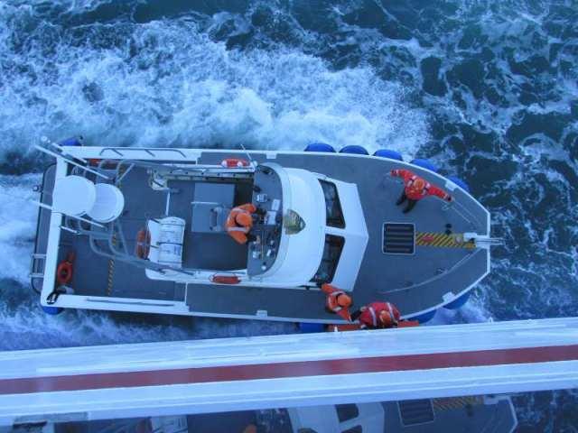 Pilot Boat picking up Park Rangers
